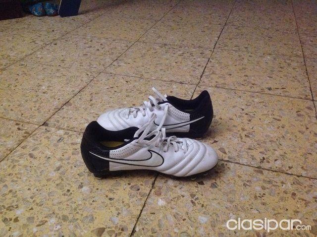 Bicicletas y accesorios - Vendo zapatos de fútbol marca Nike 2a4d4c3883440